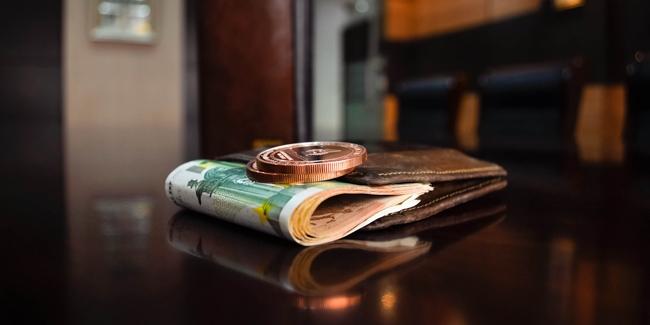 Souscrire un crédit de 10 000 euros sans fiche de paie, est-ce possible ?